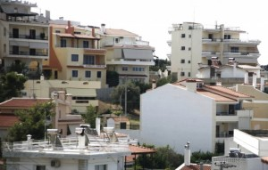 Οι 'Ελληνες πληρώνουν ακριβά τα ακίνητά τους.