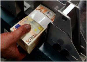 Εκ νέου εκροή καταθέσεων από τις τράπεζες