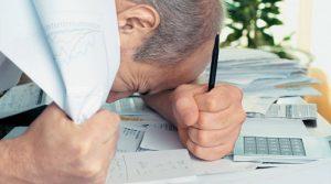 «Πνίγονται» στα χρέη νοικοκυριά και επιχειρήσεις